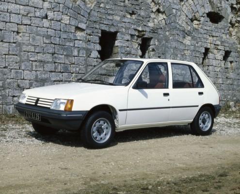 36_Peugeot_205
